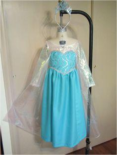 Elsa Dress from common pattern Elsa Halloween Costume, Frozen Costume, Elsa Costume For Kids, Frozen Elsa Dress, Costume Patterns, Skirt Patterns, Blouse Patterns, Costume Tutorial, Diy Dress
