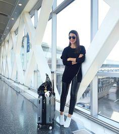 Another comfy airport look! #ootd #travel --------- Look confortável pra viagem de hoje! #look #viagem by camilacoelho