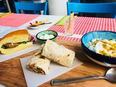 Bij Mazi kun je naast ontbijten en lunchen nu ook blijven hangen voor het avondeten. Laat je verwennen door Sultan met haar heerlijke authentieke Turkse gerechten in een modern jasje. Rotterdam, Tacos, Mexican, Cheese, Ethnic Recipes, Modern, Food, Meal, Essen