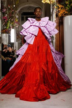 Valentino: Spring 2019 - The New York Times Fashion Prints, Fashion Art, Editorial Fashion, Fashion Models, Fashion Show, Estilo Beatnik, Beatnik Style, Valentino 2017, Valentino Couture