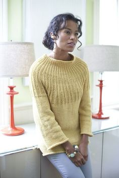 Pas in grijs & tricot in zwart! Ravelry: Radiant Sweater pattern by Lion Brand Yarn Sweater Knitting Patterns, Knitting Stitches, Knit Patterns, Free Knitting, Lion Brand Yarn, How To Purl Knit, Pulls, Knitwear, Knit Crochet