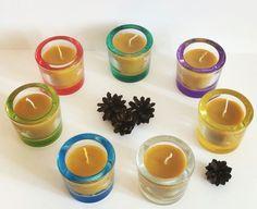 Свечи в Ярких подсвечниках. Радужные цвета подымают настроение, а огонь помогает отвлечься от забот. Натуральный пчелиный воск, хлопковый фитиль, стеклянный подсвечник https://instagram.com/p/BHmQ-qBgrUr/