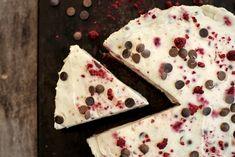 Ostekake med sjokoladekrem og bringebær Pie, Bread, Baking, Desserts, Food, Torte, Tailgate Desserts, Cake, Deserts