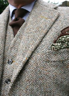 I really love a vibrant, yet subtle tweed...!!! Seriously... I do...