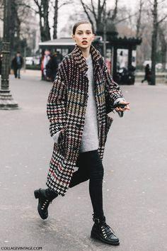 Long manteau et boots à œillets