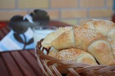 Pehmeät juustosarvet sulavat suussa - tästä ei iltapalaherkku parane! Bakery, Muffin, Food And Drink, Bread, Breakfast, Recipes, Bread Store, Brot, Breads