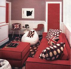 Luxury Red Living Room with modern design. To create red and white living room designs with nice and beautiful models need some fresh and ne. Living Room Interior, Interior Design Living Room, Living Room Furniture, Living Room Designs, Blue Rooms, White Rooms, Living Room Red, Living Room Decor, Vase Rouge