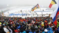 Massenstart: Tolle Kulisse in Oberhof | Bildquelle: Dirk Hofmeister/sportschau.de Superman, Opera House, Travel, Biathlon, Amazing, Viajes, Destinations, Traveling, Trips