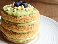 Dig into this stack of breakfast/dessert deliciousness - Mini Puffed Quinoa Cakes with Avocado Frosting.