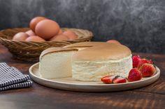 Βελούδινο ιαπωνικό cheesecake με μόνο τρία υλικά -Η συνταγή που έχει ενθουσιάσει το διαδίκτυο Sweet Recipes, Cake Recipes, Dessert Recipes, Cheesecake, Sweetest Day, Easy Desserts, Vanilla Cake, Breakfast Recipes, Deserts