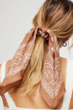 Bandana Scarf Pony Bandana Scarf Pony The post Bandana Scarf Pony appeared first on Geflochtene Frisuren. Scarf Hairstyles, Summer Hairstyles, Pretty Hairstyles, Easy Hairstyles, Teenage Hairstyles, Hairstyles 2016, Bandana Hairstyles For Long Hair, Camping Hairstyles, Hairdos
