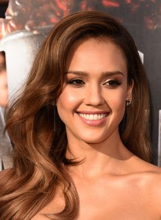 Jessica Alba in Piece d'Anarchive & Kenzo Beautiful Girl Image, Beautiful Women, Taurus, Jessica Alba Hot, Jessica Alba Pictures, Mtv Movie Awards, Sleek Hairstyles, Brown Hair With Highlights, Celebrity Beauty