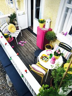 Great small balcony with plenty of colourfull elements.
