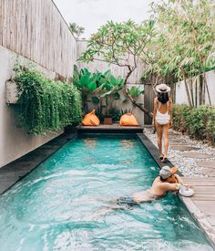 Pool Ideas - Lounging by the pool along with taking a great dip periodically can really make summer period the most reliable part of the year. Normally, it's seldom any kind of much longer that you locate a level, rectangle-shaped pool in the backyard.