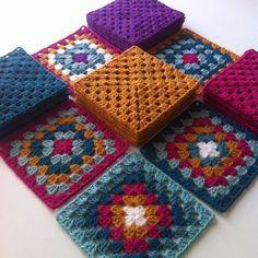 Hoşgeldin Mart Hemen hemen aynı renkleri kullanarak birkaç battaniye tasarladım yeni renkler ve kareler ilave ediyorum.... #grannysquare#grannysquares#grannysquaresrock#grannysquareblanket#crochet#crocheting#crochetersofinstagram#crochetaddict#crochetconcupiscence#crochetblock#addictedtocrochet#instacrochet#insidecrochet#craftastherapy#craftastherapy_colorful#virkning#haken by flzvarol