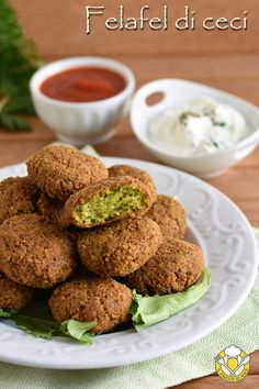Healthy Baked Falafel Recipe - A Nerd Cooks Veg Recipes, Vegetarian Recipes, Healthy Recipes, Greek Dinners, Quick Easy Dinner, Foodblogger, Food Humor, Dessert, Food Inspiration