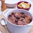 Coq au vin uit de slow cooker Slow Cooker Recepies, Slow Cooker Beef, Crockpot Recipes, Cooker Recipes, Coq Au Vin Recept, Dump Dinners, Multicooker, Winter Food, Pulled Pork