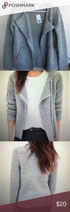 Forever 21 knit cardigan Soft, casual but fashionable cardigan with a asymmetrical zipper. Perfect for a comfy to go put together outfit! It also has POCKETS! Forever 21 Sweaters Cardigans