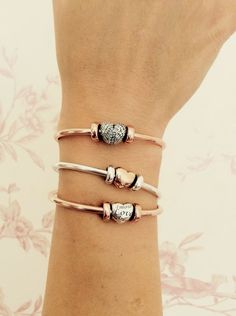 Stainless steel adjustable bangle bracelet with a hand stamped colon cancer star on pewter charm. Color: Silver Inner Diameter Size: Approximately 60mm - bracelet is expandable & can fit wrists 7 - 8…MoreMore #PandoraPassion