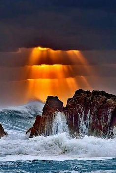 God created the heavens and the earth, it is because of him we are living in a beautiful world. Image Nature, All Nature, Amazing Nature, Beautiful Sunset, Beautiful World, Beautiful Places, Nature Pictures, Cool Pictures, Beautiful Pictures