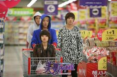 A.N.JELL at the supermarket.  One of my favorite scenes.