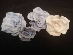 Check out this item in my Etsy shop https://www.etsy.com/listing/465001763/4-edible-roses-and-leaves-any-color-gum