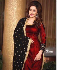red velvet kurti with black chunni Punjabi Dress, Pakistani Dresses, Indian Dresses, Indian Outfits, Punjabi Salwar Suits, Indian Suits Punjabi, Churidar Suits, Salwar Designs, Patiala Suit Designs