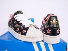 best loved 4f940 2ff0c Adidas - love the flowers! Superfly, Dream Shoes, Flip Flops, Cool Style