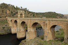 Puente Romano de Alcántara sobre el río Tajo. Cáceres, Extremadura, Spain.