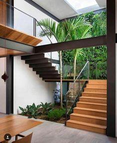 25 perfect indoor garden design ideas for fresh house 4 Home Stairs Design, Dream Home Design, Modern House Design, Stair Design, Modern Houses, Modern Stairs Design, Tropical House Design, Interior Garden, Home Interior Design
