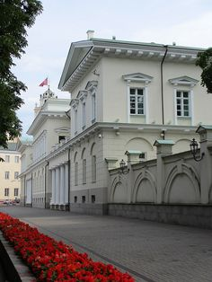 Presidential Palace, Vilnius, LITHUANIA.  (by Paul McClure DC, via Flickr)
