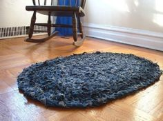 crochet jeans rug1 400x299 10 Ideas for Upcycling Denim with Crochet