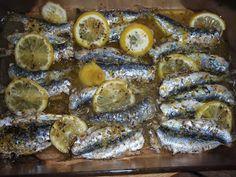 Sardinas al horno con limón y orégano Otra receta del fabuloso libro de cocina griega del que os he hablado, le he est...
