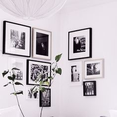 tavelvägg hörn Frame Placement, Instagram Accounts, Gallery Wall, Paintings, Living Room, Tv, Home Decor, Black N White, Decoration Home