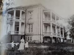 Old Southern Plantations, Southern Plantation Homes, Southern Mansions, Southern Homes, Plantation Houses, Old Abandoned Buildings, Abandoned Places, Old Mansions, Abandoned Mansions