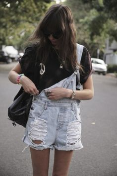 The right way to wear overalls