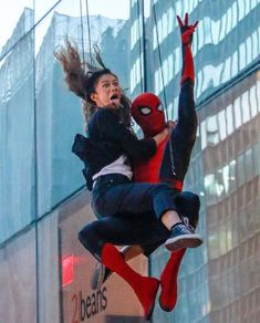 The untold truth of Tom Holland – Celebrities Woman Funny Marvel Memes, Dc Memes, Marvel Jokes, Marvel Avengers, Zendaya Coleman, Tom Holland Zendaya, Tom Holand, Tom Holland Peter Parker, Cosplay