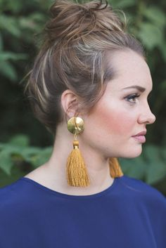 Swish your way into style with fall-toned tassel earrings Tassel Earrings Outfit, Beaded Tassel Earrings, Tassel Jewelry, Diy Earrings, Statement Earrings, Fashion Earrings, Jewelery, Fashion Jewelry, Jewelry Accessories