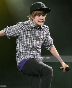 Justin Bieber performs during Pop-Con 2010 at Nassau Veterans Memorial Coliseum on February 20, 2010 in Uniondale, New York.