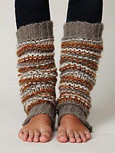 I want to start wearing leg warmers and tights this season Crochet Leg Warmers, Knit Crochet, Crocheted Lace, Cute Summer Outfits, Cute Outfits, Knitting Projects, Knitting Patterns, Quoi Porter, Boot Cuffs