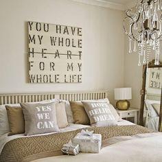 Móveis espetaculares, lustres fantásticos e detalhes bem elaborados fazem desses quartos o sonho de qualquer mulher.