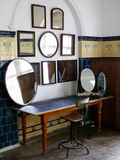 Home Decoration For Living Room Vintage Mirrors, Home Decor Mirrors, Wall Decor, Loft, Apartment Interior, Dream Apartment, Elegant Homes, Tile Design, Interior Design Inspiration