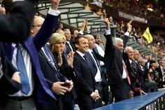 Emmanuel Macron et son épouse Brigitte ont assisté dimanche à la finale du Top 14entre Clermont et Toulon.Le chef de l