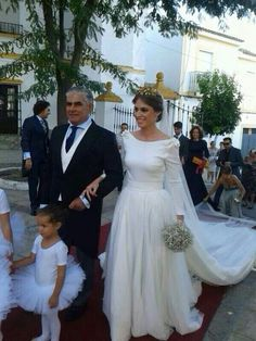 Novia JLu Zambonino Bridal Dresses, Bridesmaid Dresses, Perfect Bride, Wedding Planner, Dream Wedding, Wedding Inspiration, Bouquet, Couture, Formal Dresses