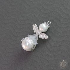 Korálkový andělíček pro štěstí E (KO024) Vánoční originální korálková ozdoba - mini andělíček pro štěstí Jako milý, originální a zároveň vtipný dárek doporučujeme objednat celou andělíčkovou sadu - náušnice,přívěsek i s materiálem náhrdelníku a tuto miniozdobičku na stromeček či jako dekoraci. Dekorace ze skleněných korálků Originální korálková ...