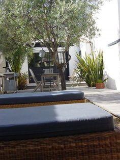 Terrasse, détente et farniente à La Couarde sur l'île de Ré #iledere #location #vacances