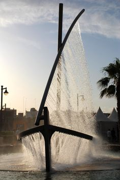 Spectacular Fountain Sprays Water to Look Like a Boat - My Modern Metropolis