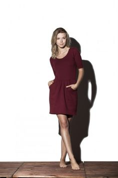 Sukienka z odcięciem w pasie -  Peach http://bozzolo.pl/kobieta/sukienki-dzianinowe-sklep-internetowy.html