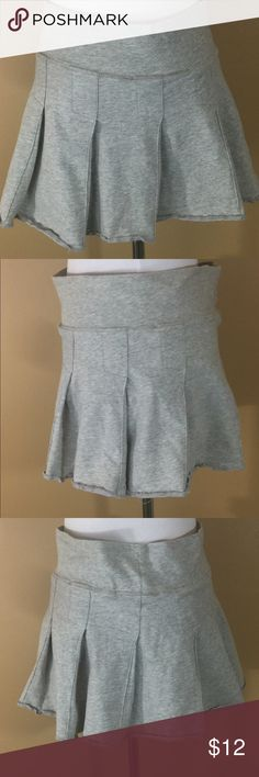 Heather Gray Pleated Tennis Skort Medium For sale is this super cute Derek Heart pleated tennis skort (skirt w/attached shorts underneath)! Perfect for summer effortlessly cute! Size Medium. Great condition!  Waist- 31 inches  Length- 13 inches Derek Heart Skirts Mini