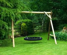 Caledonian play. The swing is suitable for groups of children as well as adults to use.
